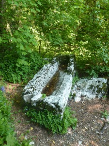 15 Sarcophage au col Saint Michel b